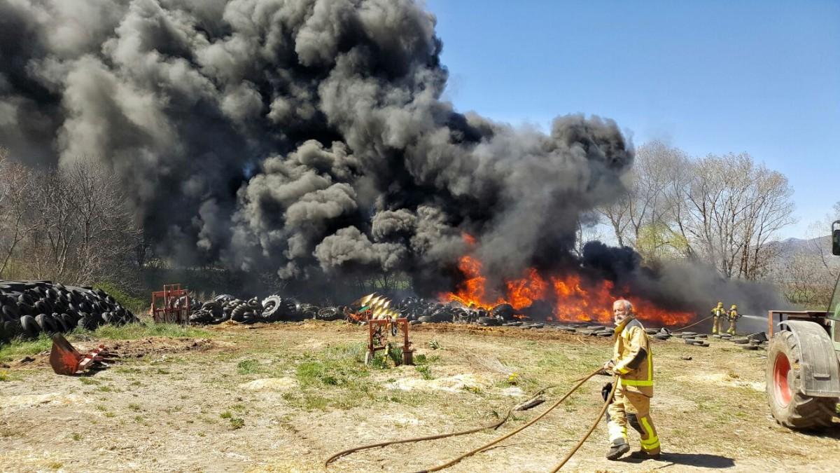 El foc s'ha estès ràpid i hauria pogut arribar a una zona arbrada