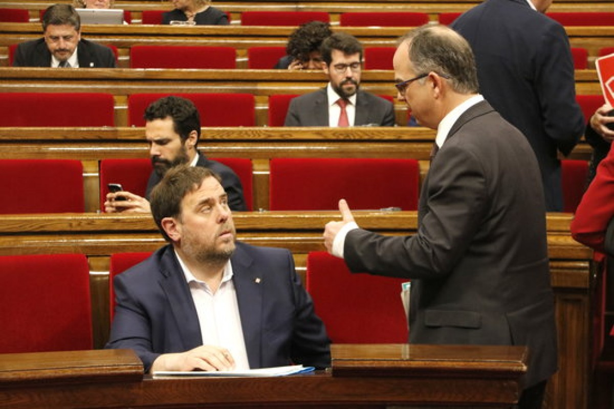 Oriol Junqueras i Jordi Turull, en un ple del Parlament l'abril del 2017