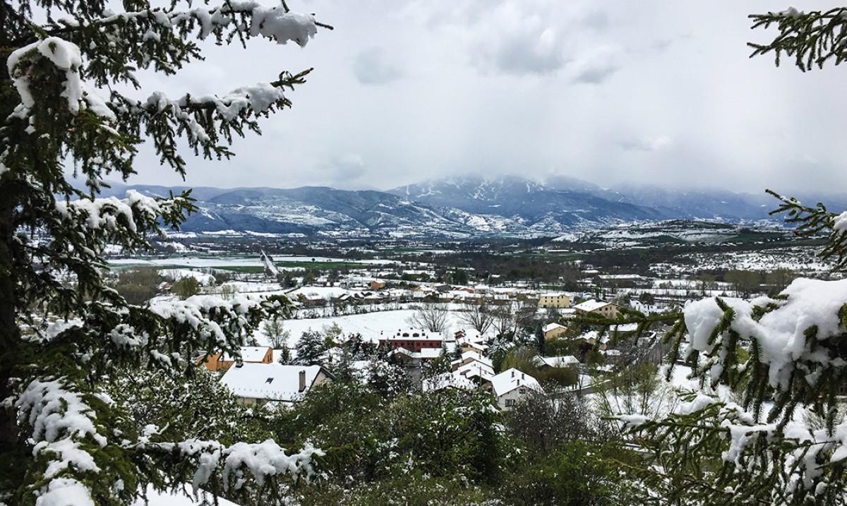 Aquesta és la imatge que ha deixat la nevada, aquest dijous, a la vall de la Cerdanya