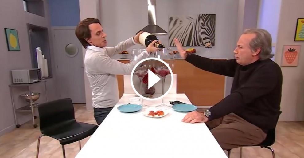 Els imitadors d'Aznar i Osborne beuen litres i litres de vi durant el gag