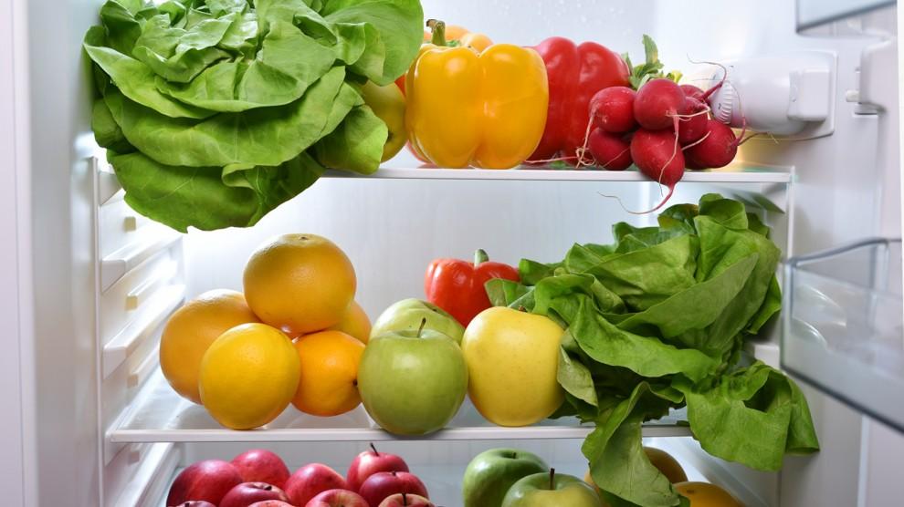 Fruita i verdures a la nevera.
