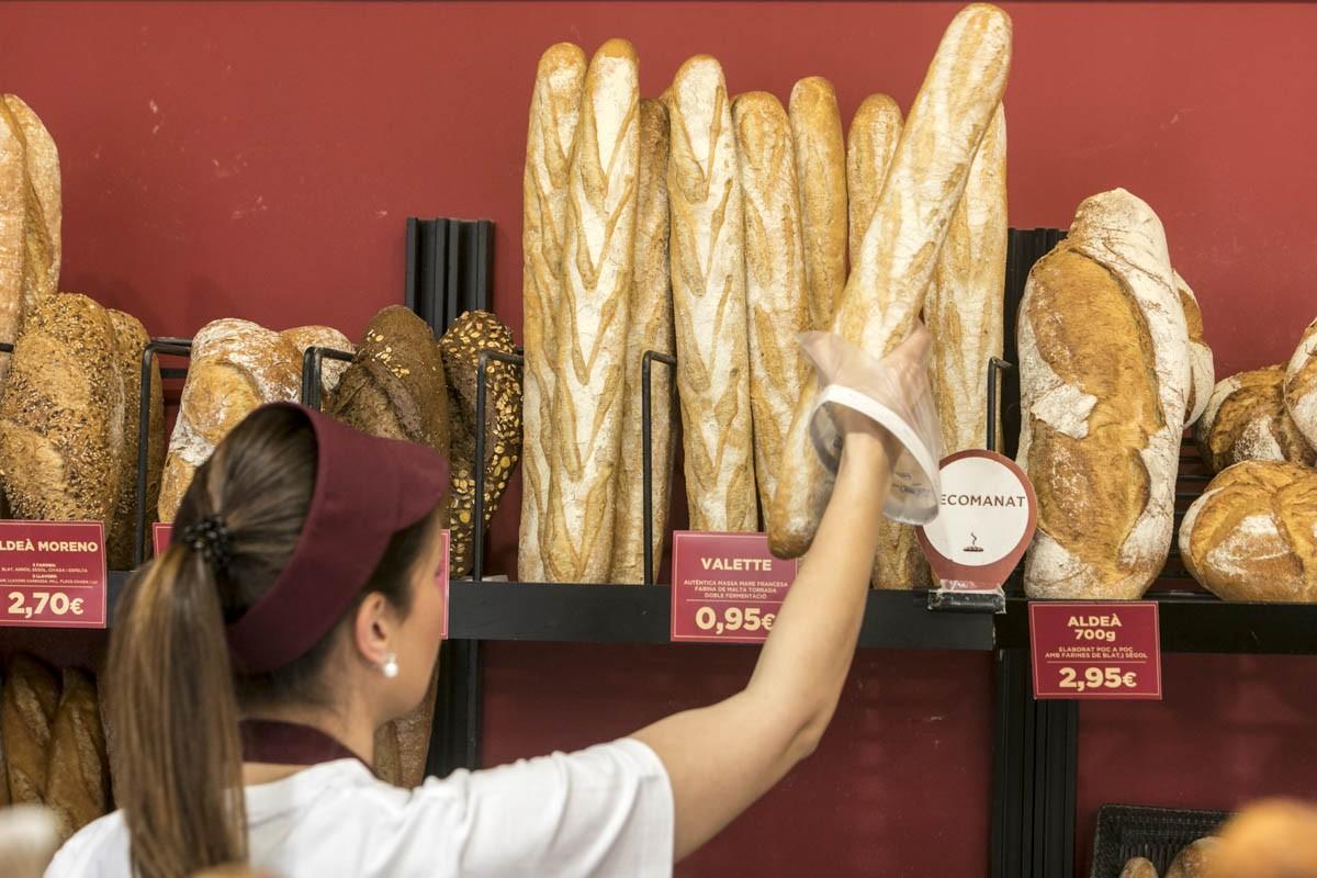 Una dependenta d'una panaderia