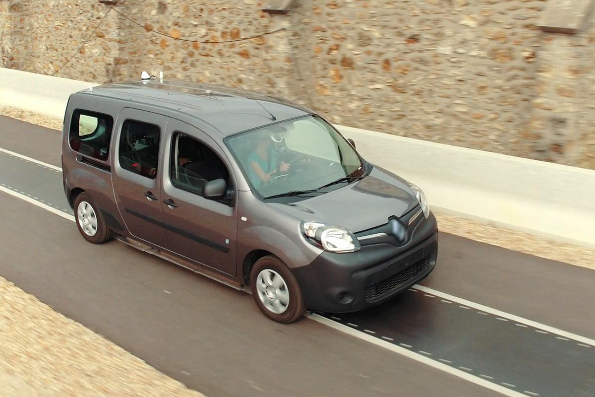 Carregar un  cotxe elèctric en marxa ja és possible