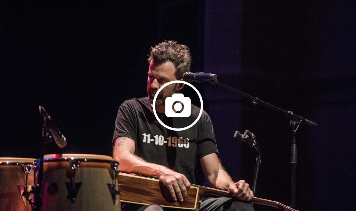Pau Donés va actuar en solitari durant bona part del concert