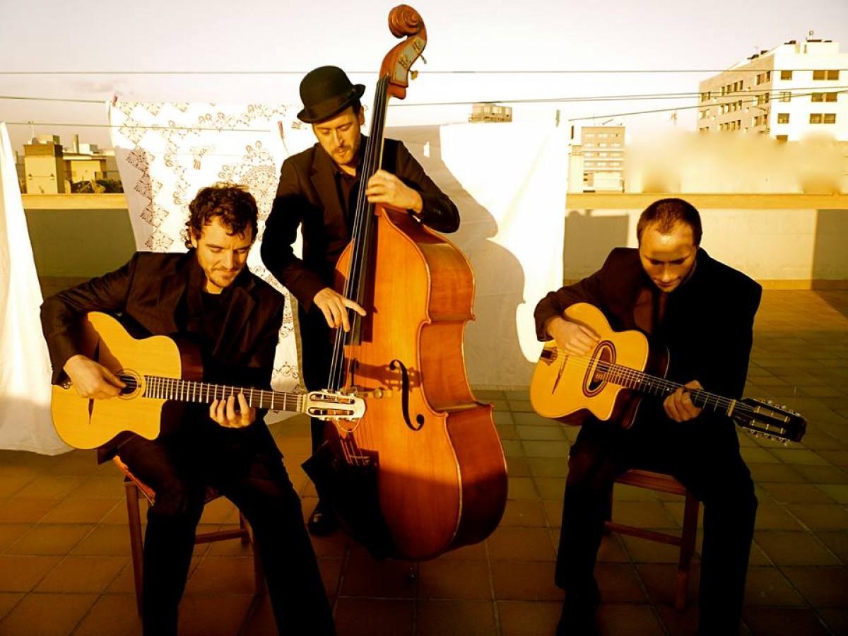 El trio de gipsy-swing Platano Manush serà una de les formacions que animaran el Vega Jazz