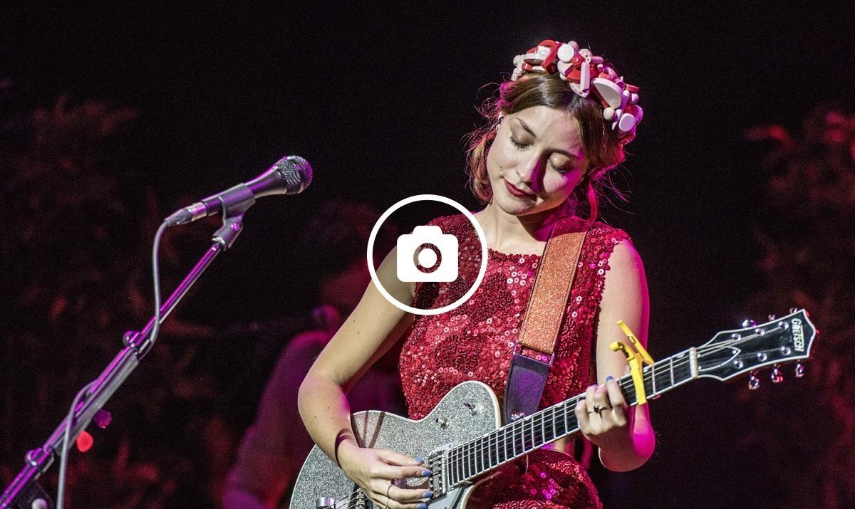 Russian Red presentava el disc de versions «Karaoke»