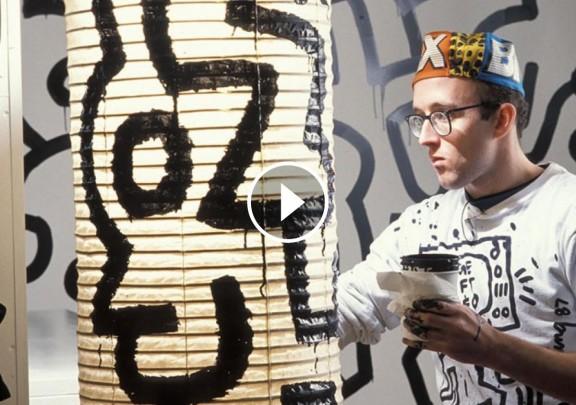Keith Haring, armat amb pinzells