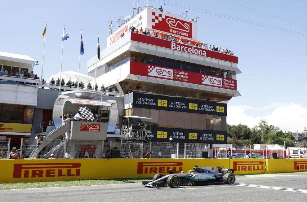 Hamilton i el seu Mercedes al Circuit, serà l'última vegada que l'hi veiem?