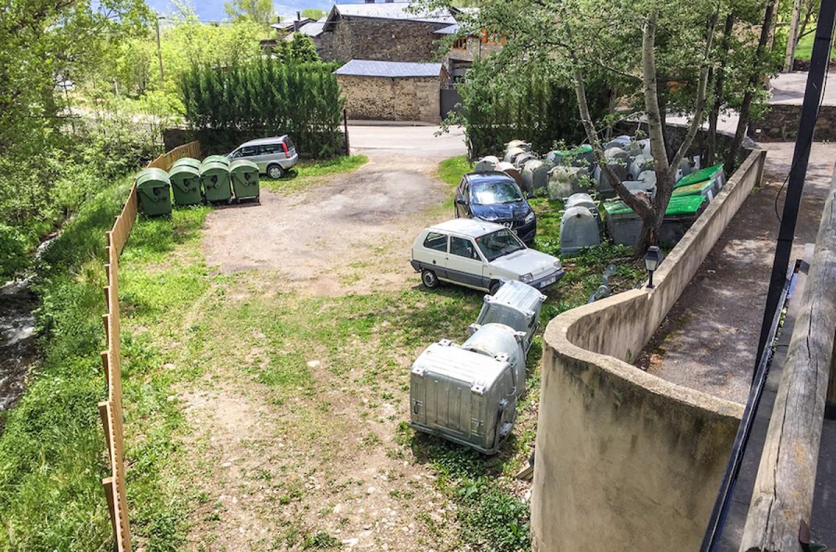 L'Ajuntament té la intenció d'anivellar el terreny i encimentar l'espai.