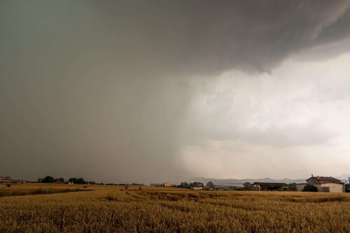 Una tempesta vista des de lluny