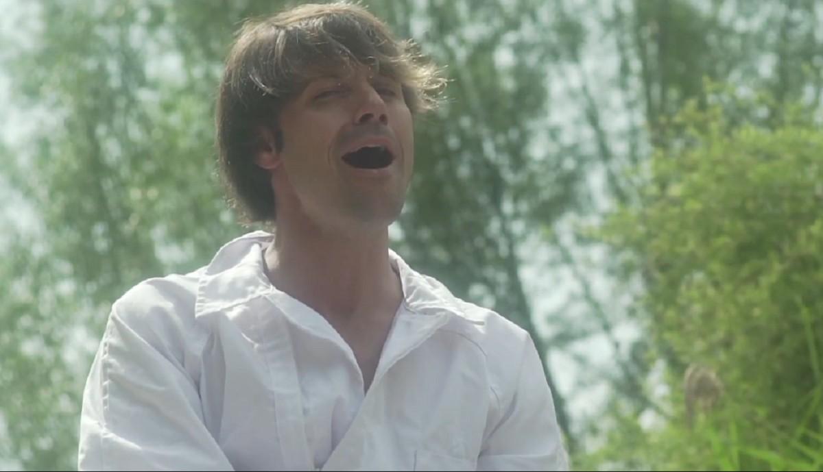 Fotograma del videoclip de l'himne de Salva Racero