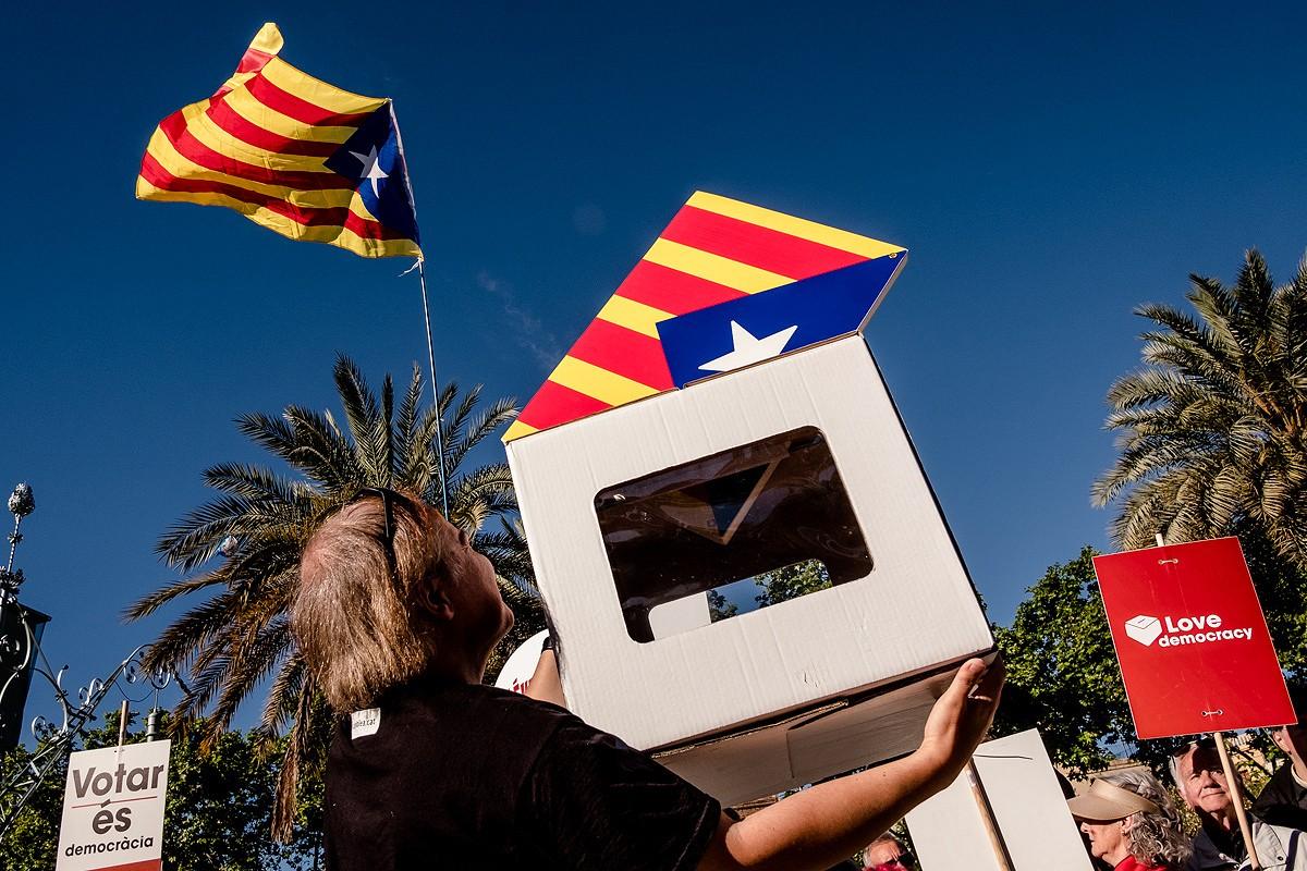 Urna del referèndum en una manifestació independentista.