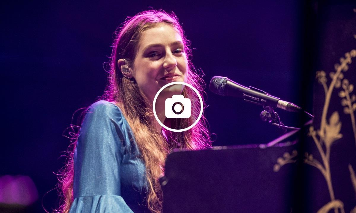 La cantant anglesa Birdy aquest dimarts als Jardins de Pedralbes