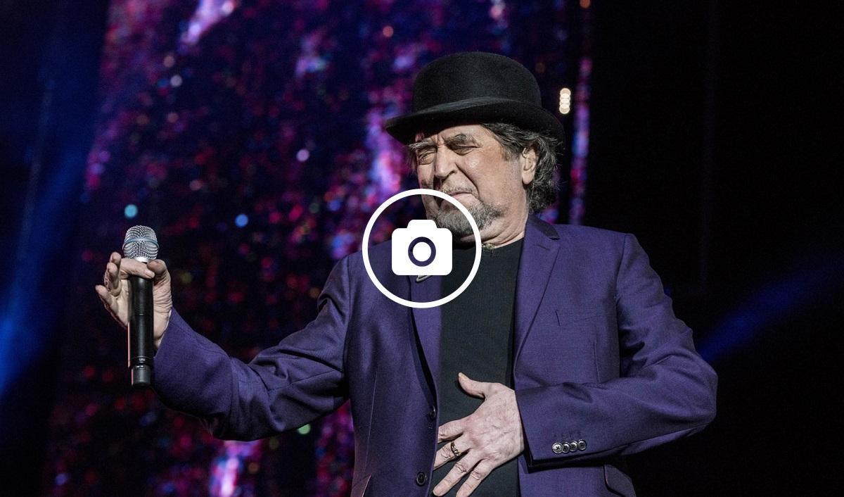 El cantant de 68 anys durant al concert al Palau Sant Jordi