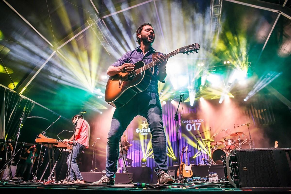 Els Amics de les Arts en concert al Canet Rock