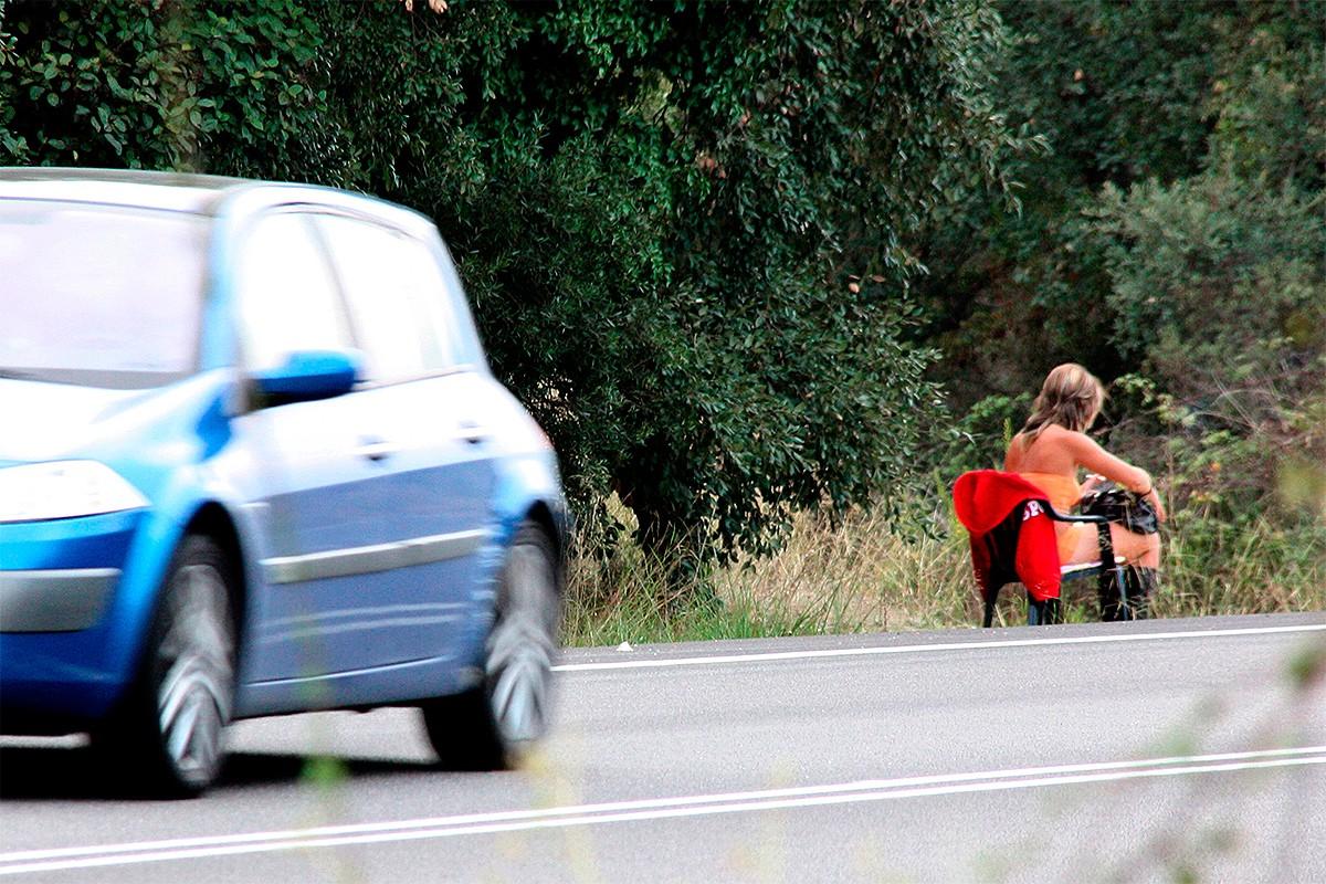 Una noia exercint la prostitució, a l'N-II.