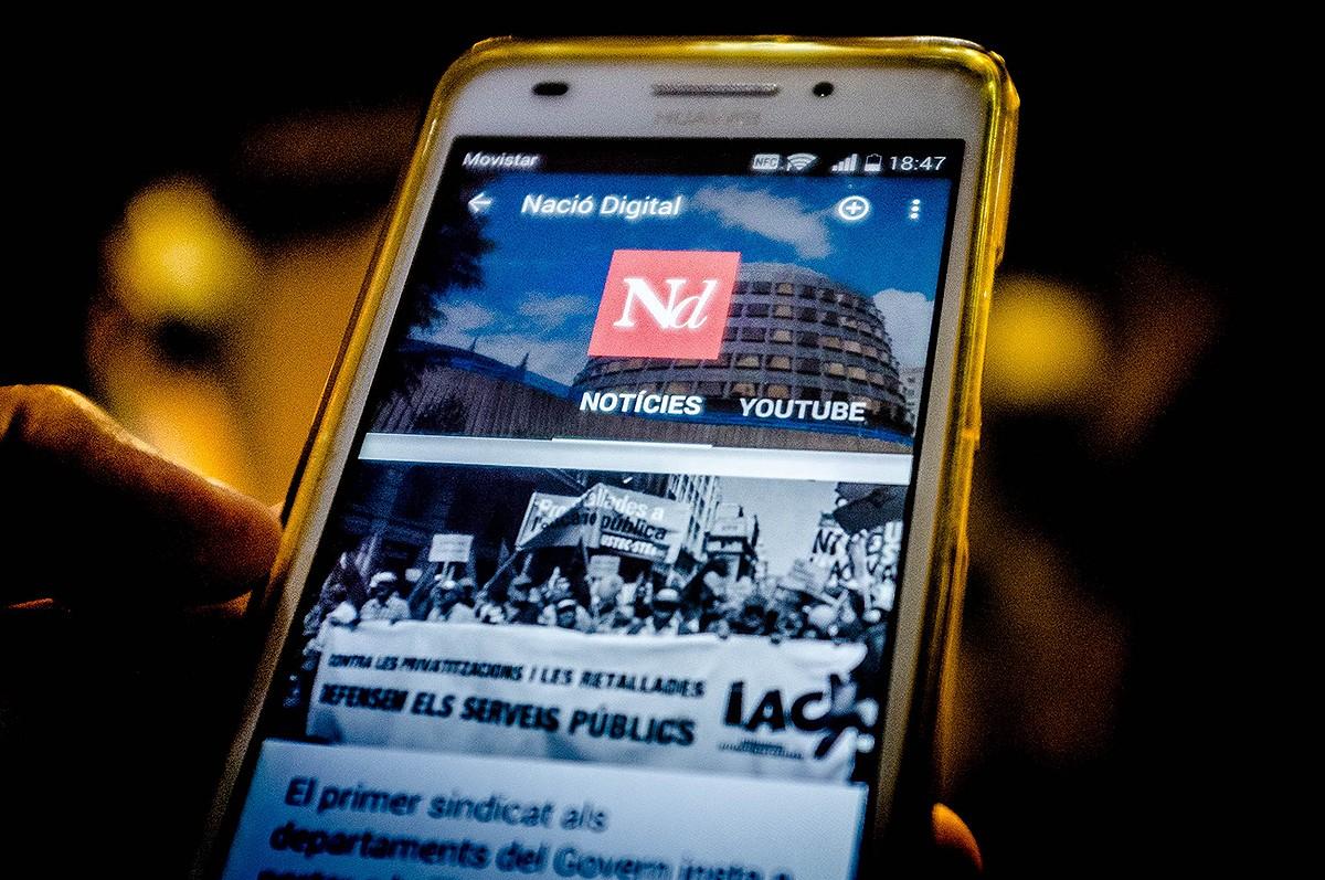 El telèfon mòbil s'ha convertit en l'instrument central del nostre consum mediàtic.