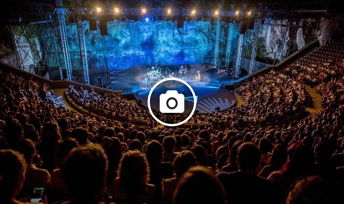 El Teatre Grec de Barcelona ple durant el concert de Blaumut