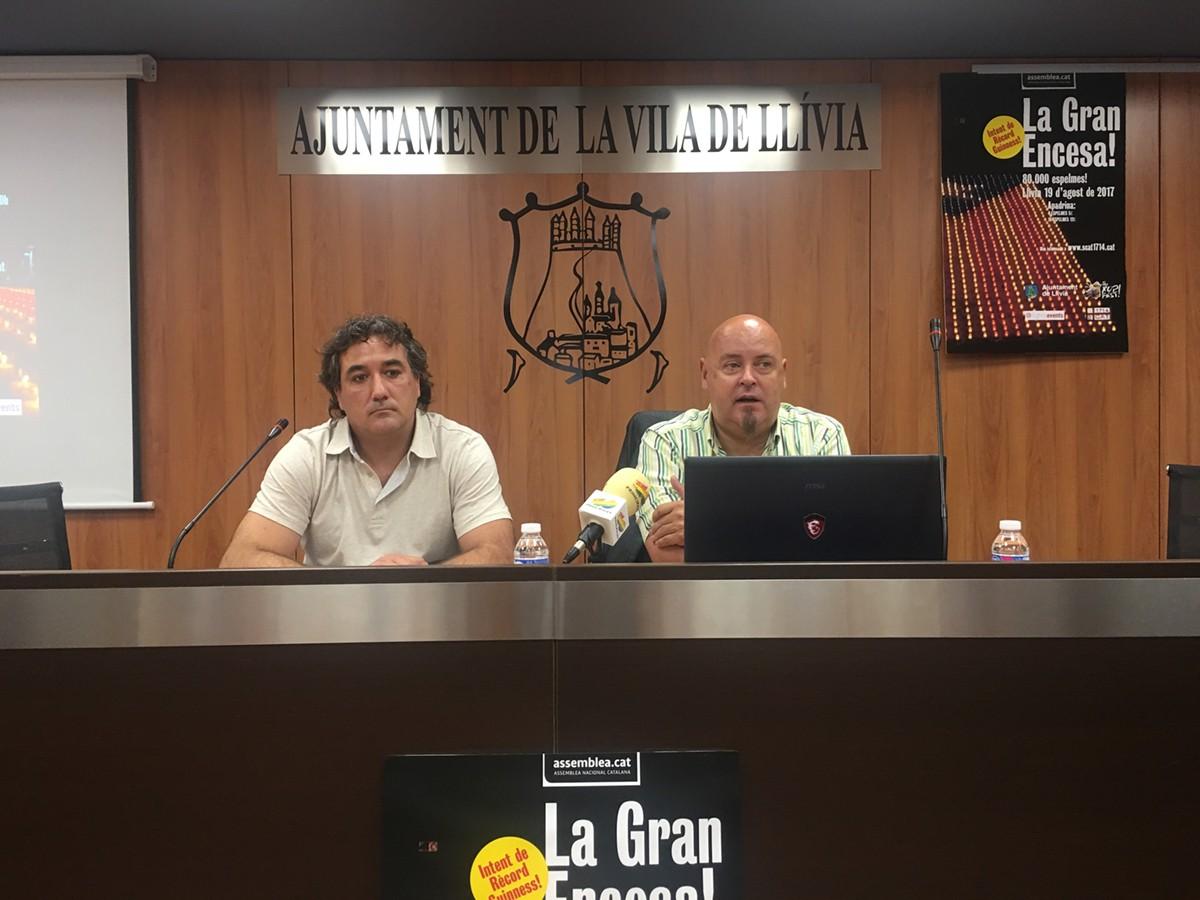 Bruno Pérez (dreta) i Elíes Nova (esquerra) avui a la presentació de \'La gran encesa\'