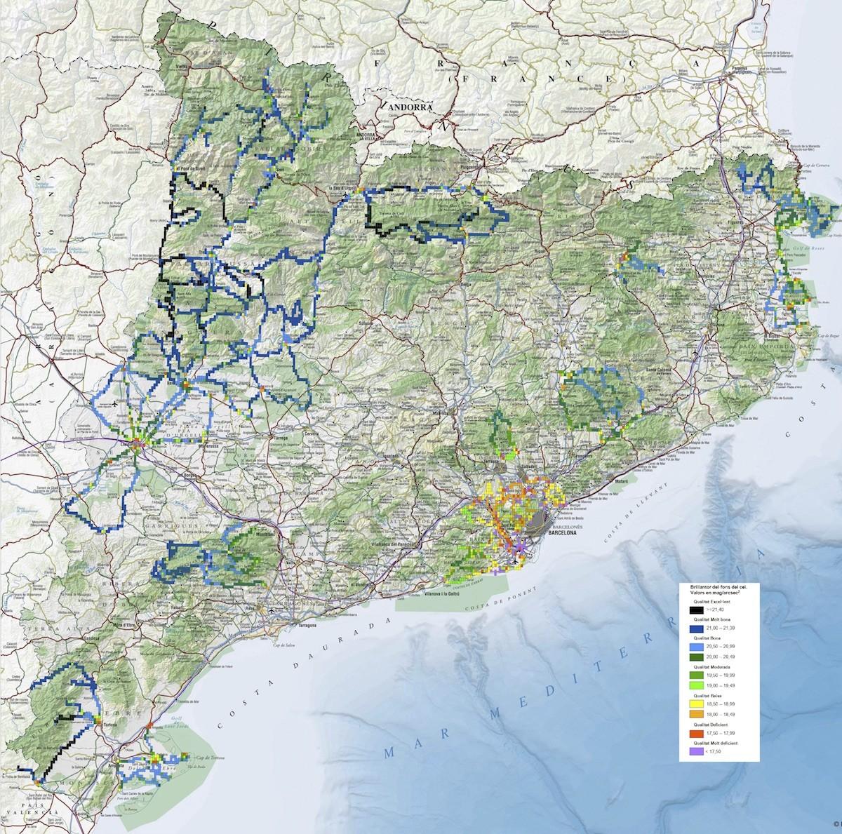 Mapa de la qualitat del cel de Catalunya. Els senyals negres i blau fosc són els de més qualitat.