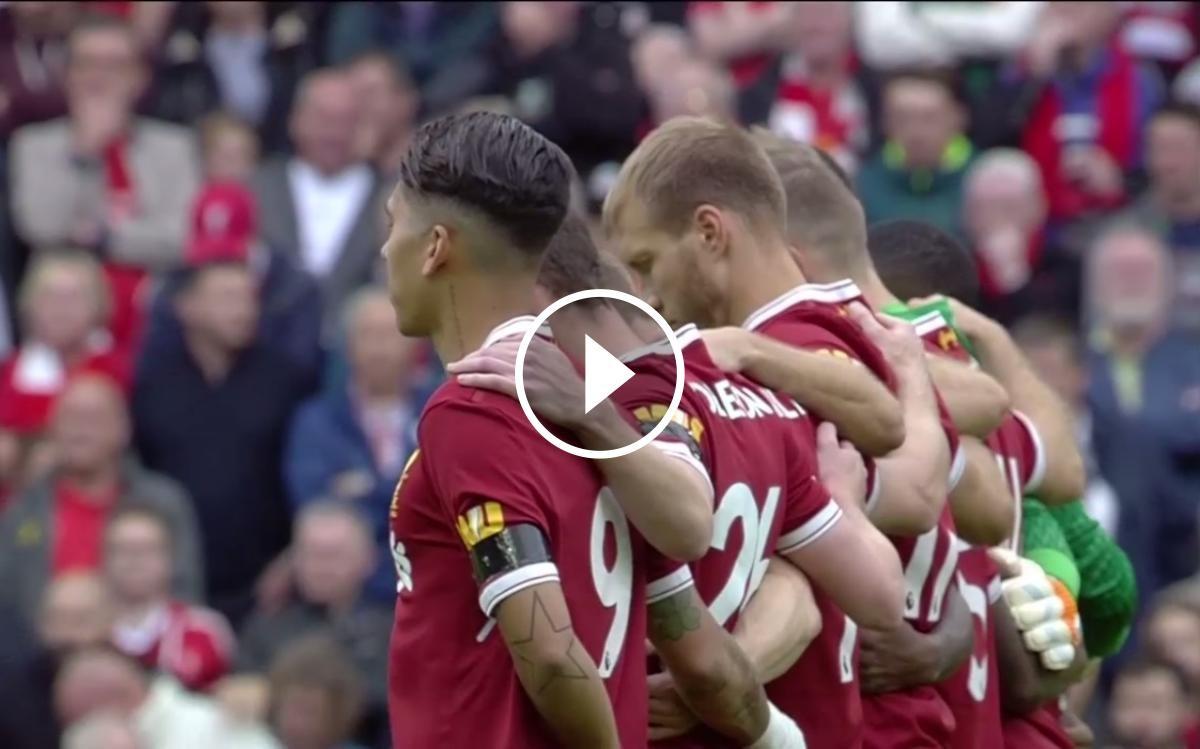 Emotiu minut de silenci a l'estadi del Liverpool.