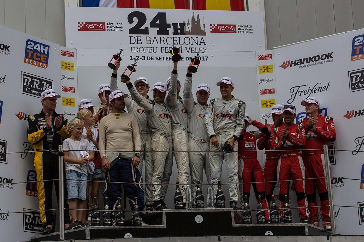 L'NM Racing Team celebrant la victòria a les 24 Hores del Circuit