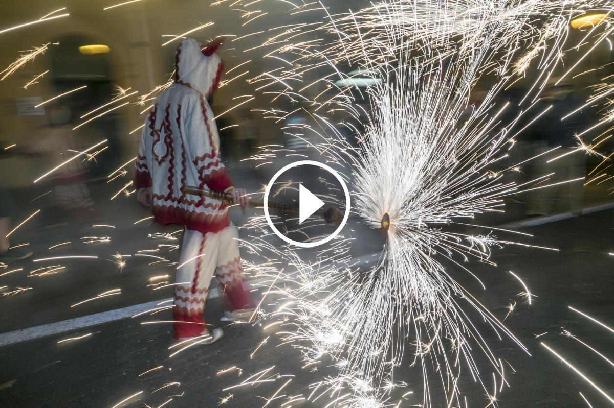 Un diable al correfoc de la Festa Major de Sabadell 2017