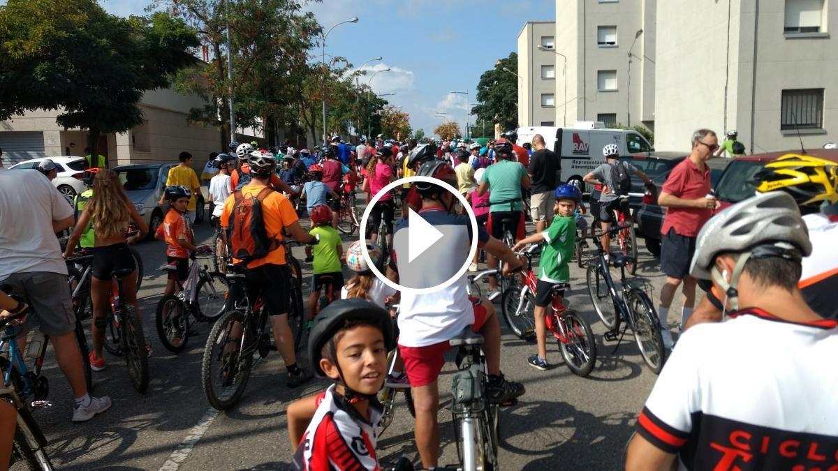Tap al carrer de Les Antilles a la pedalada popular de Sabadell