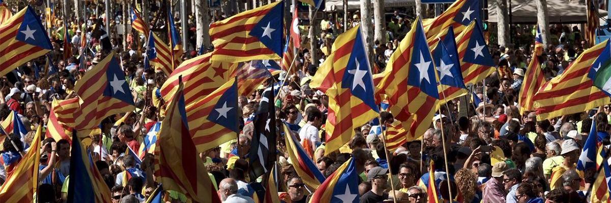 Milers d'independentistes omplen ja el centre de Barcelona