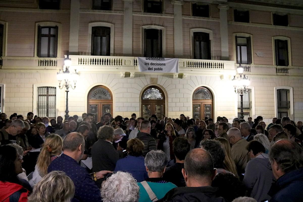 Enganxada e cartells de l'1-O a Sabadell