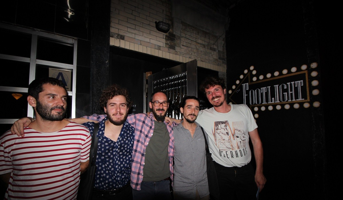 Els membres de la banda al Footlight Bar de Nova York