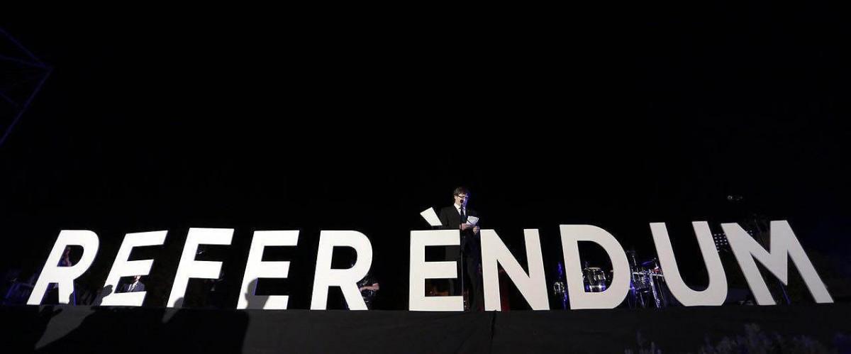Puigdemont durant el seu discurs en l'acte final de campanya