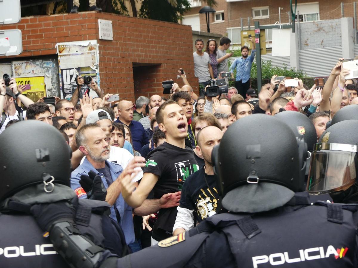 La policia espanyola en les càrregues de l'1-O a Tarragona