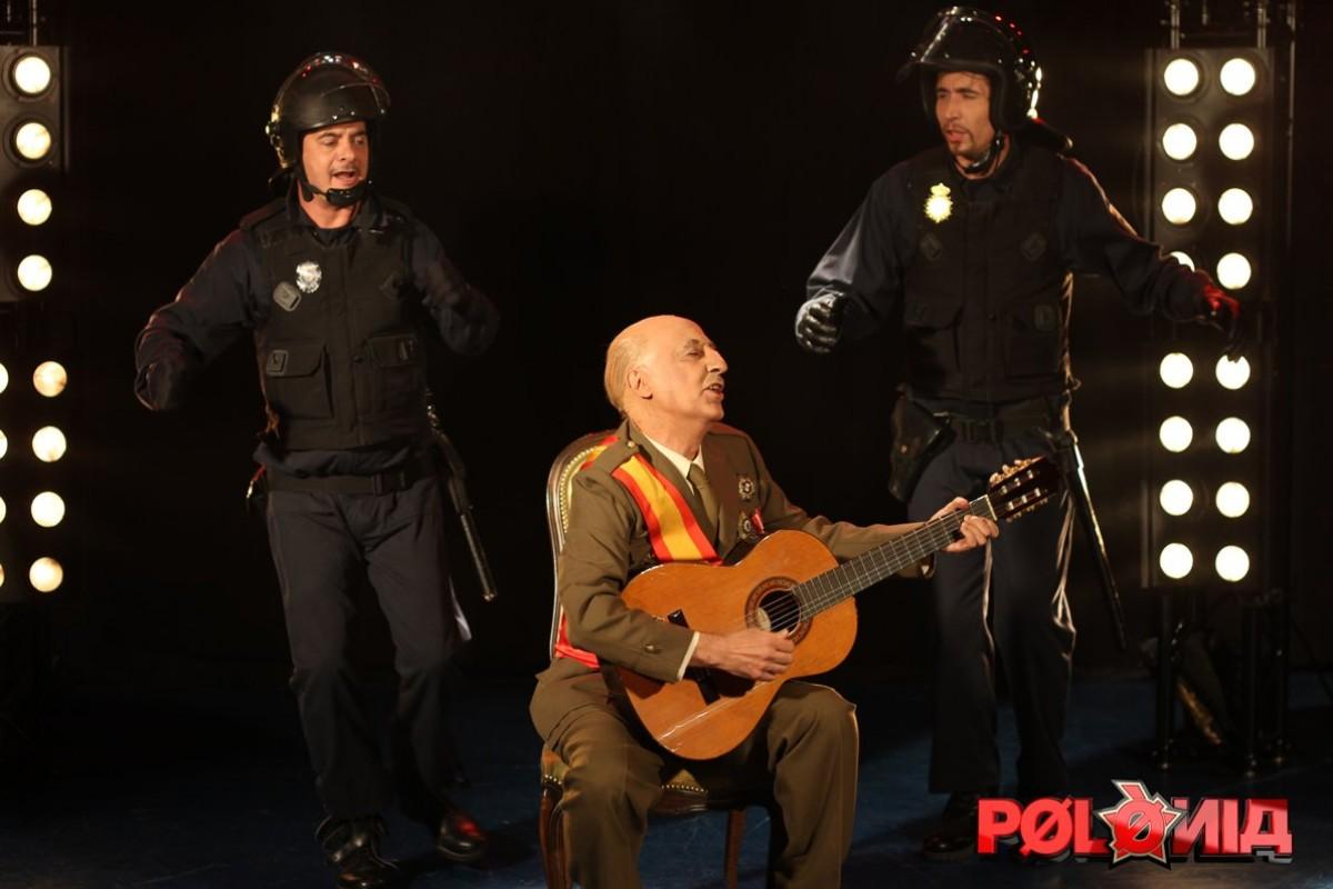 Franco (Manel Lucas) versiona l'èxit de Peret a Polònia