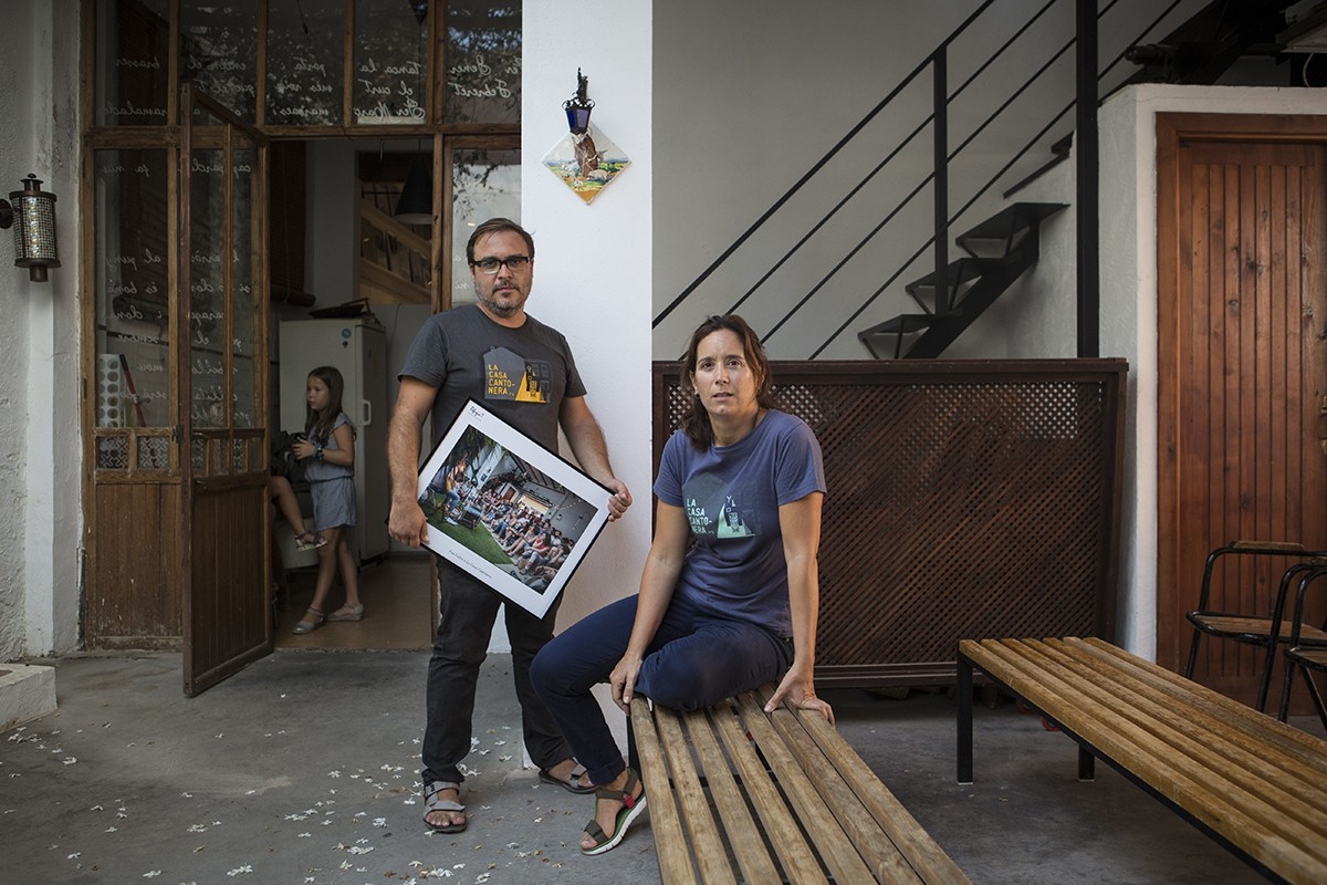 En Joanra i l'Anna gestionen la sala d'Algamesí