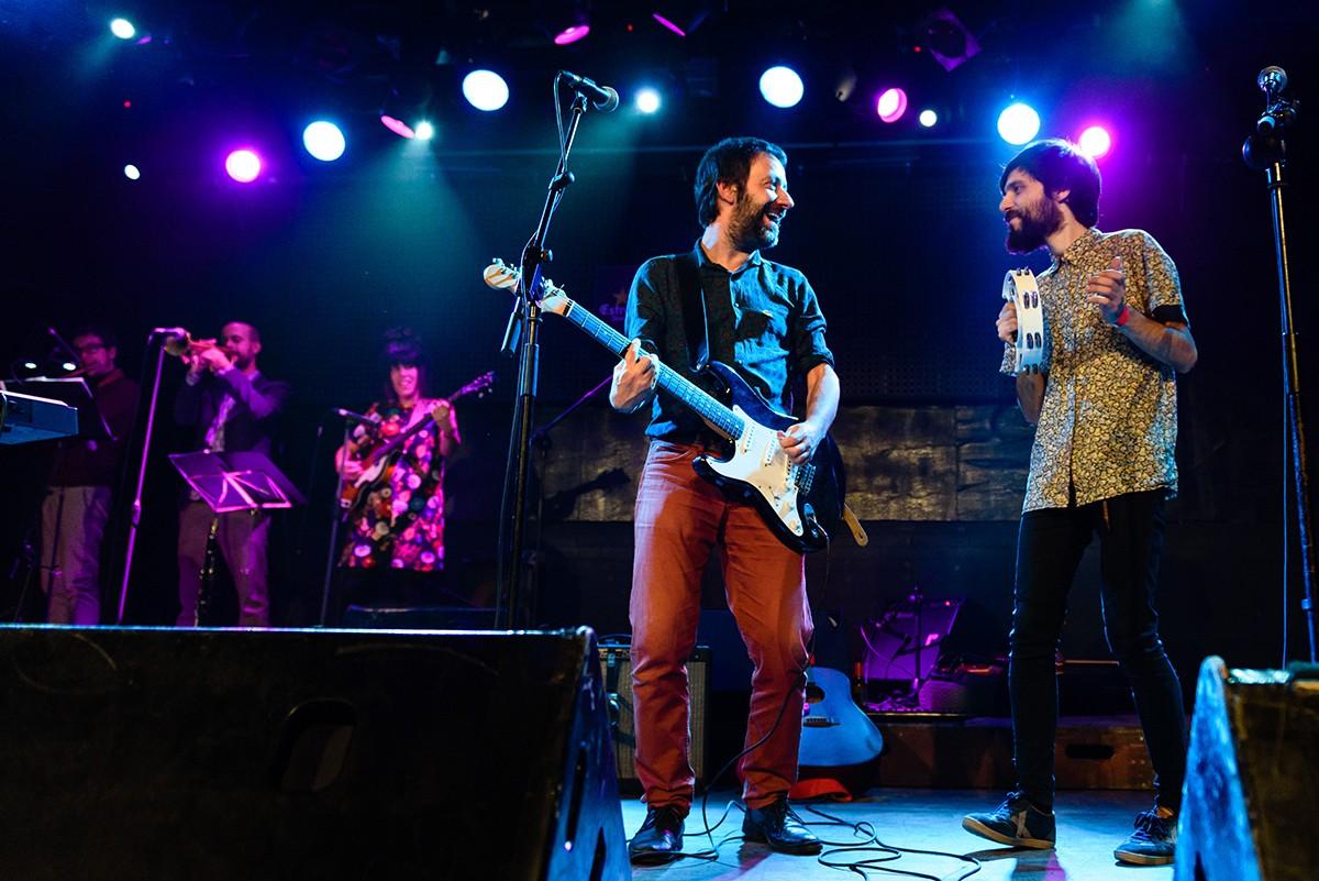 Mazoni i Jordi Bastida en el tribut als Beatles