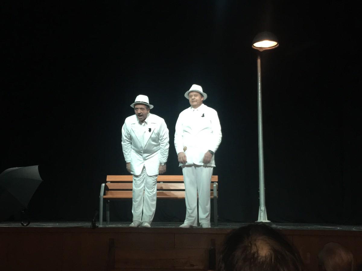 Un moment de l'obra El Pacto representada per Oscar Rodríguez (dreta) i Xavier Piguillem (esquerra)