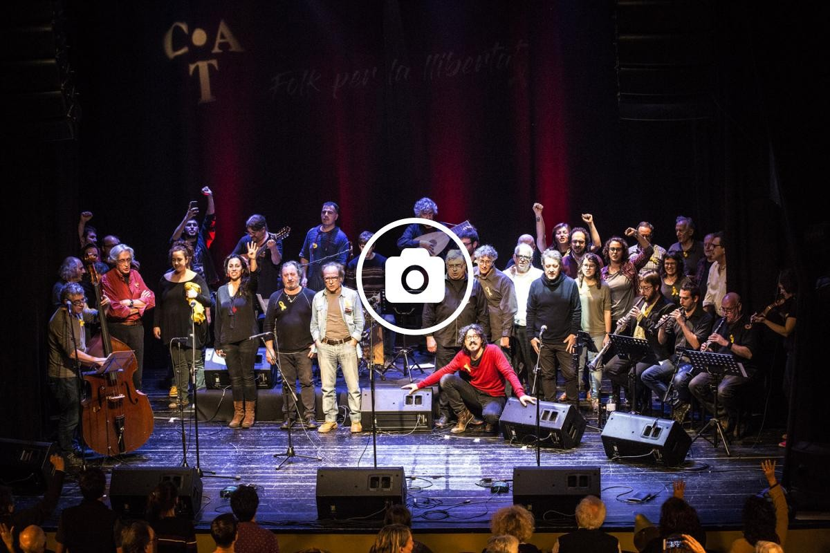 Acte final del concert amb tots els músics d'alt l'escenari