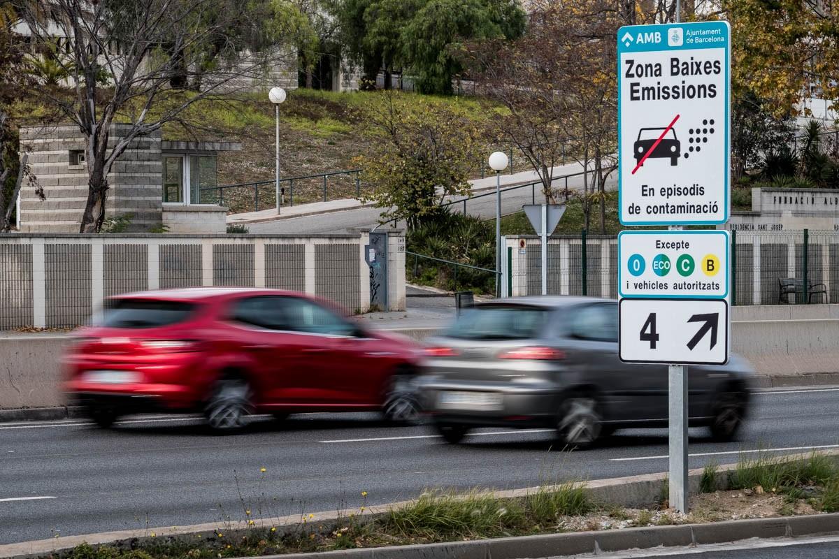 Senyalització de la Zona de Baixes Emissions, a la Ronda de Dalt