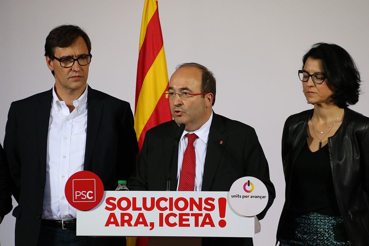 Miquel Iceta, amb Salvador Illa i Eva Granados en una roda de premsa del partit