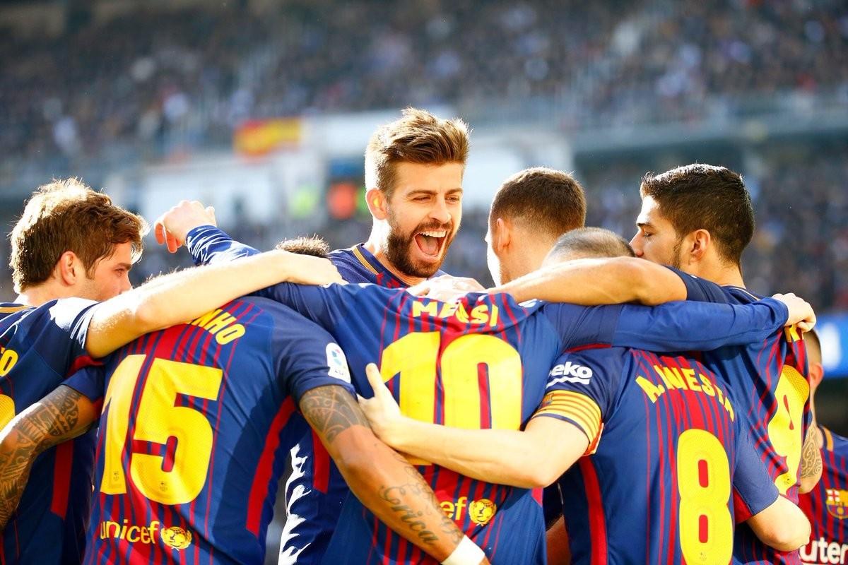 Gerard Piqué celebrant una victòria al Camp Nou.