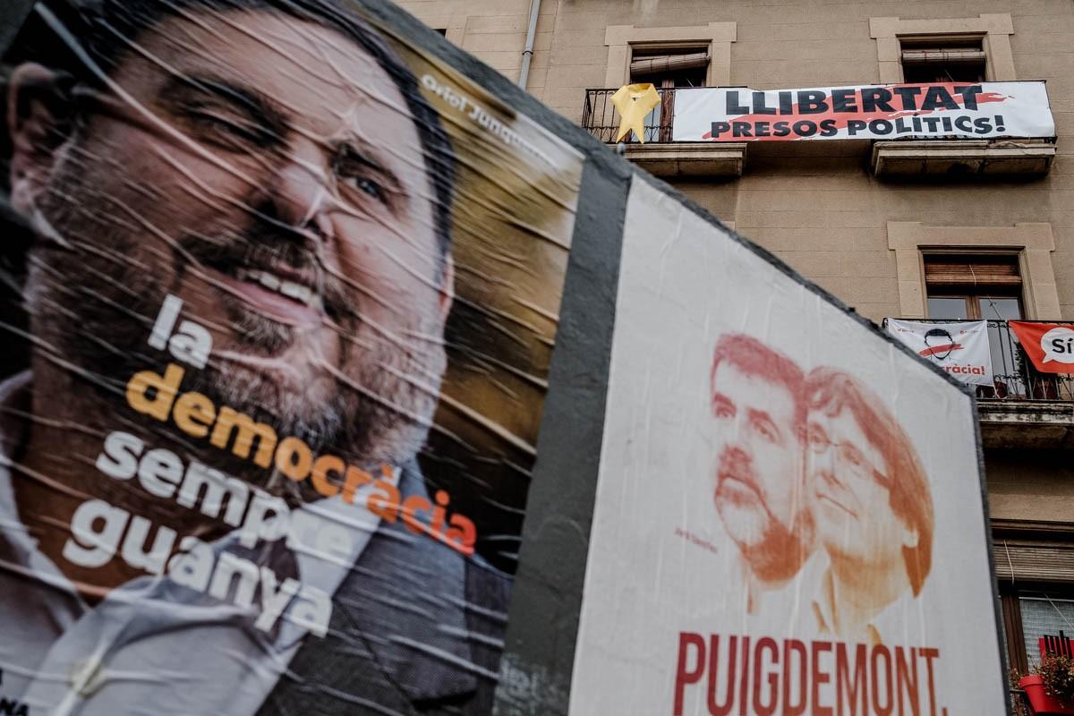 Cartells electorals de Puigdemont i Junqueras a Vic