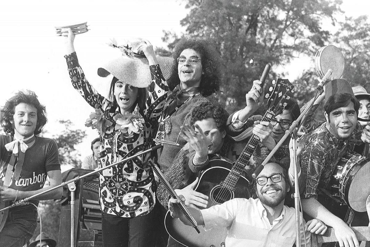 Jaume Sisa amb el Grup de Folk al parc de la Ciutadella l'any 1968