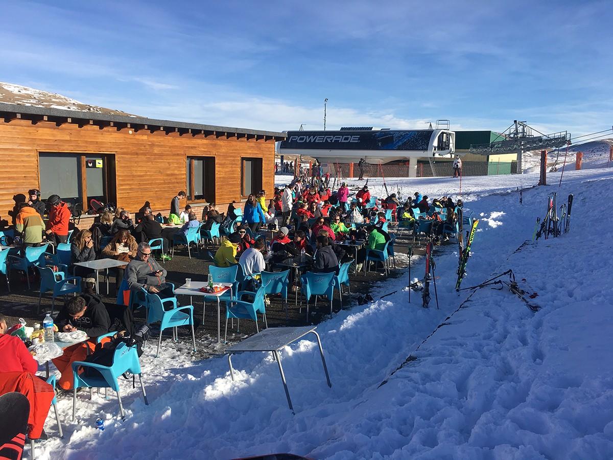 Terrassa i restaurant al sector Alabaus de La Molina, l'estació que genera més impacte econòmic