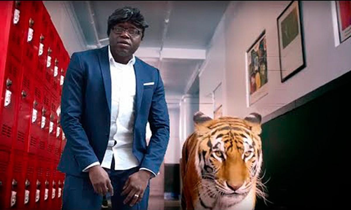 Lory Money apareix amb un tigre al vídeoclip