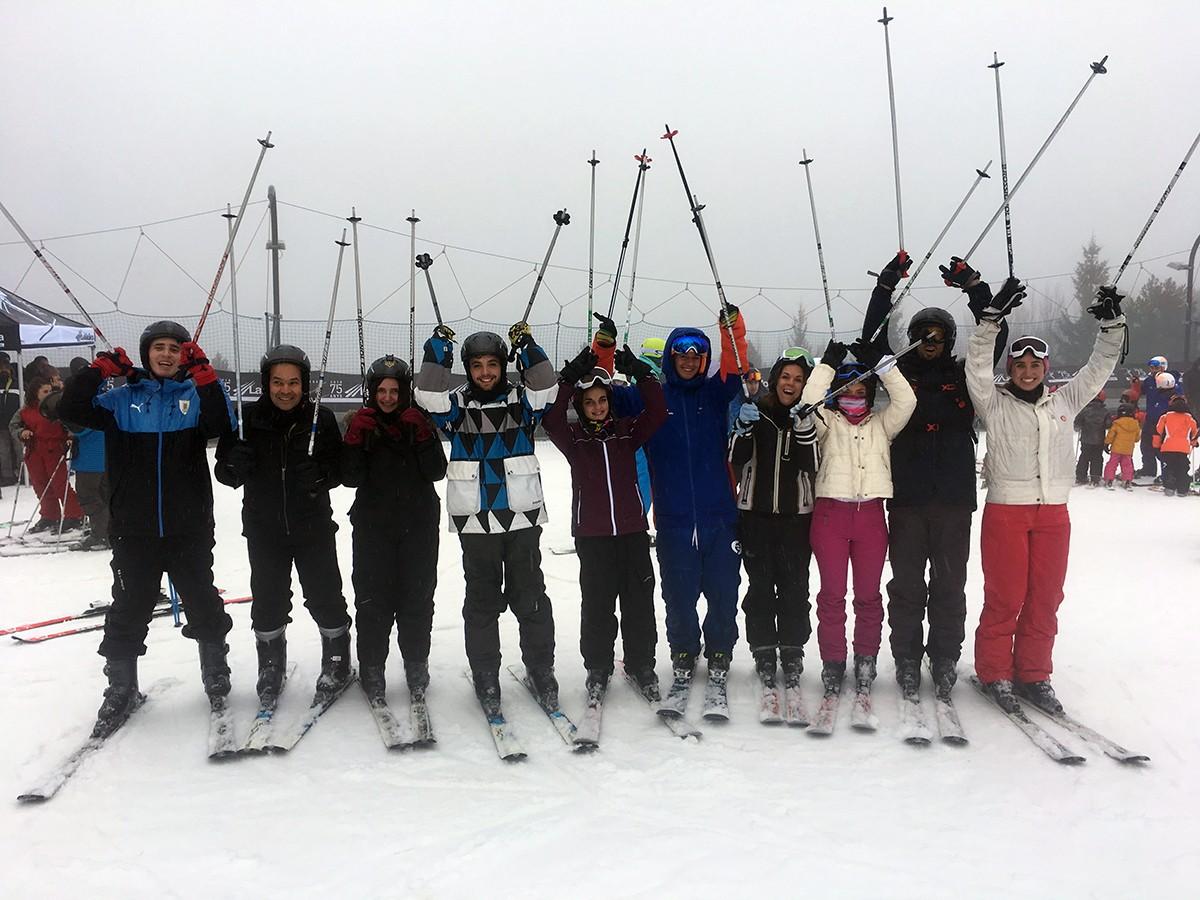 Un dels grups que va participar en el bateig d'esquí aquest diumenge a La Molina