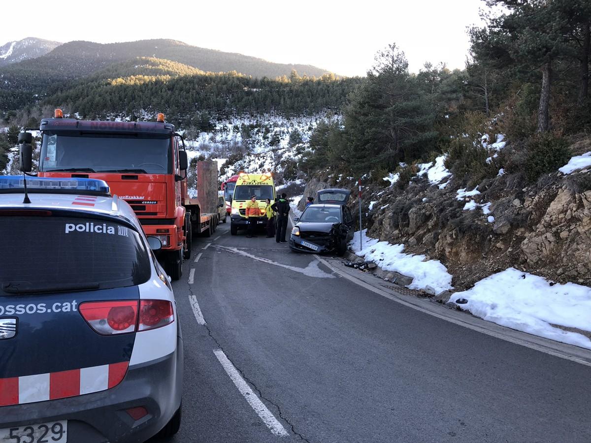 Accident entre un cotxe i un camió a Alp aquesta tarda
