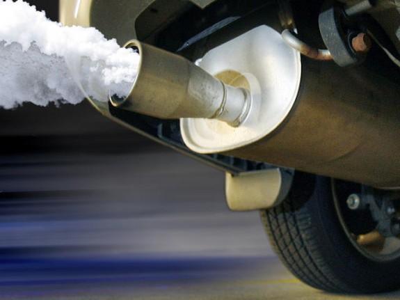 L'autor defensa que s'ha de reduir dràsticament el trànsit de vehicles privats de combustió interna (i sobretot, dels dièsel).