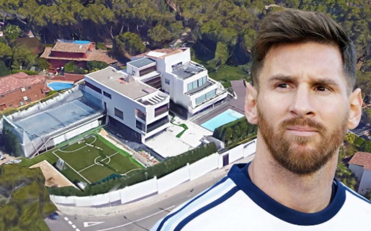 Leo Messi, amb la seva mansió al darrere