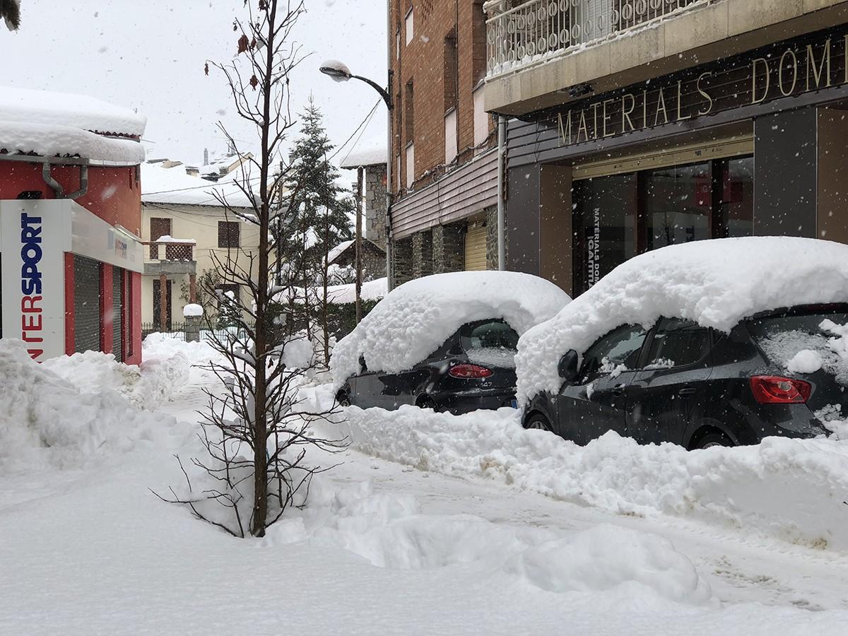 Nevada intensa pels carrers de Puigcerdà d'inicis de febrer